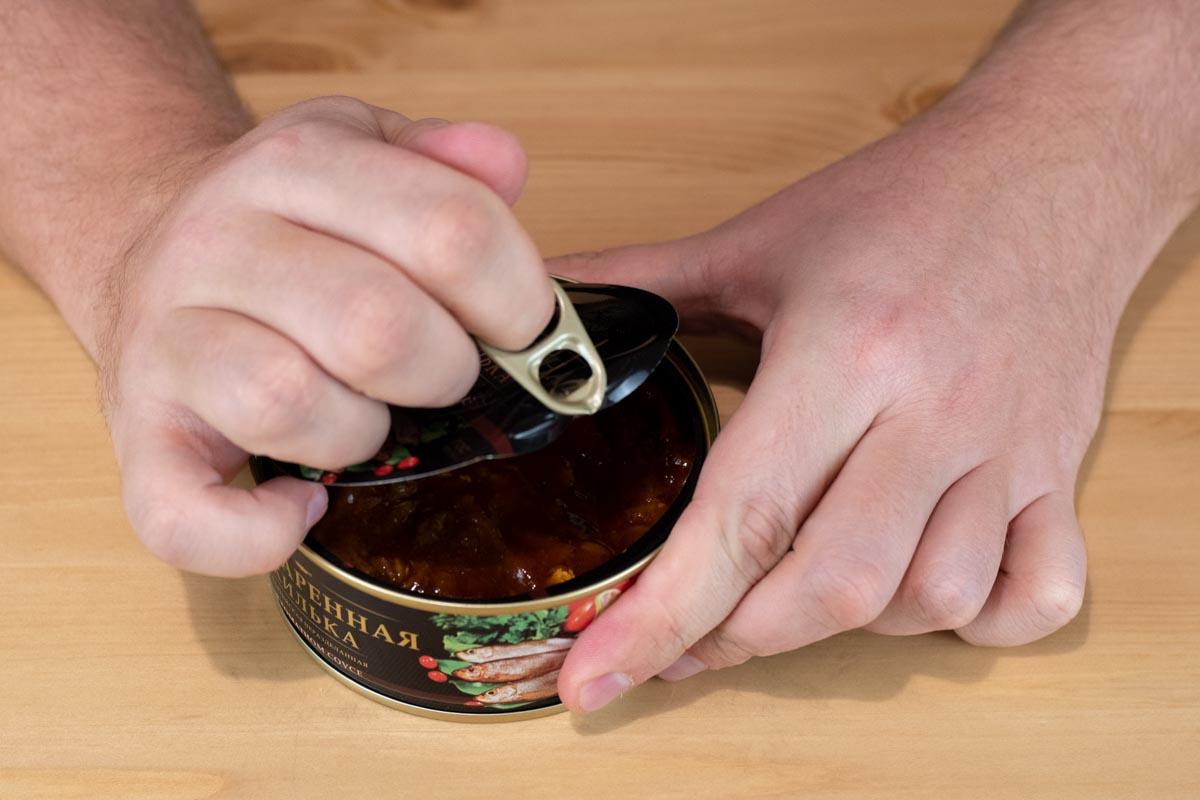 Пробуем обжаренную кильку в томатном соусе «За Родину»