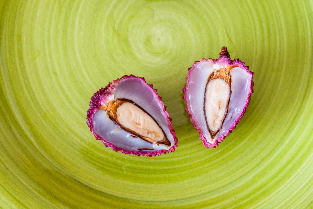 Фрукт личи: полезные свойства и неповторимый вкус © Я поел!