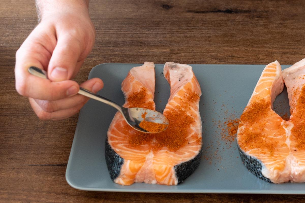 Рецепт самых вкусных стейков из лосося © Я поел!