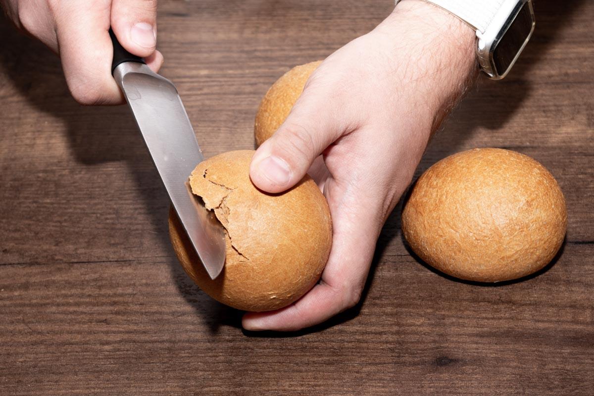 Простой рецепт вкусной яичницы в булочке © Я поел!