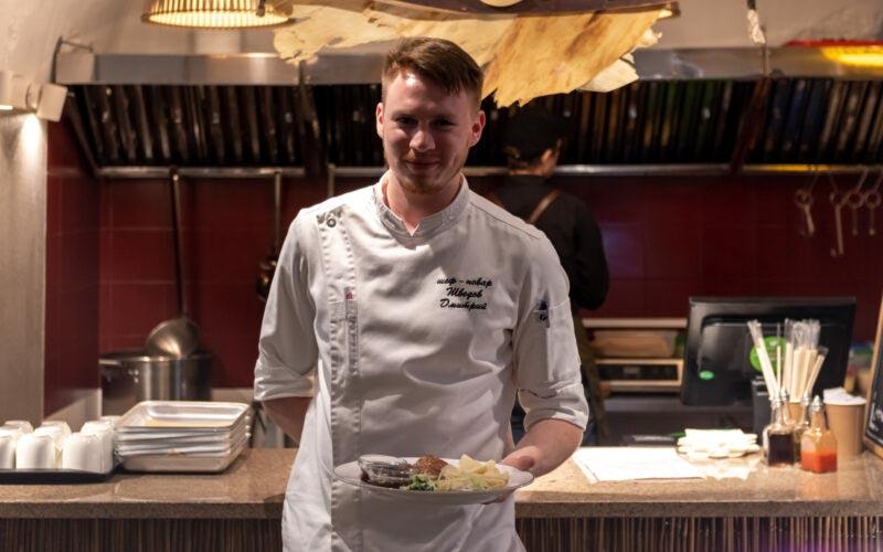 Секрет приготовления утки по-пекински с бренд-шефом фудкорта «Фабрика» Дмитрием Шведовым