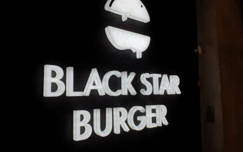Попробовали Black Star Burger в Азербайджане