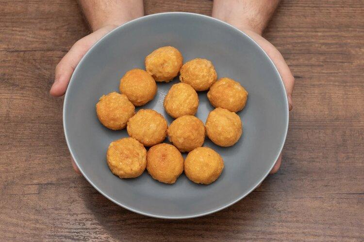 Горячая штучка «Круггетсы с сырным соусом»