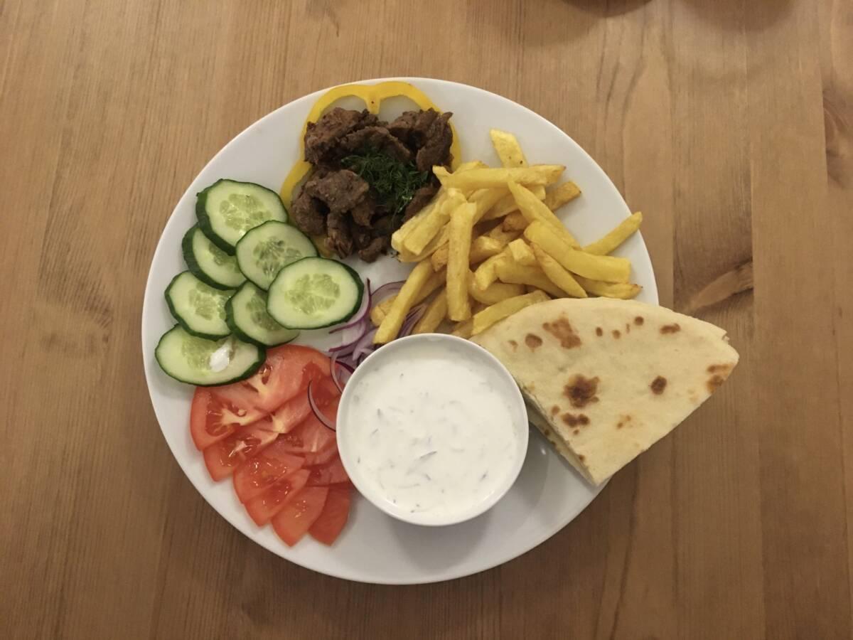 Греческая кухня — сувлаки или гирос