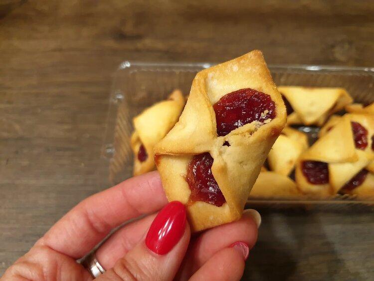 Пробуем печенье «Яшкино» конвертики с джемом чёрная смородина