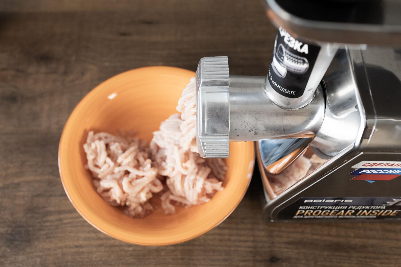 Распаковка и тест мясорубки POLARIS PMG 3087A RUS: готовим итальянские макароны BARILLA CANNELLONI © Я поел!