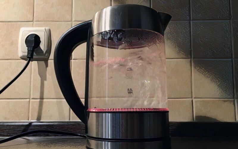 Обзор недорогого чайника STARWIND SKG5213 с возможностью выбора температуры и яркой подсветкой © Я поел!